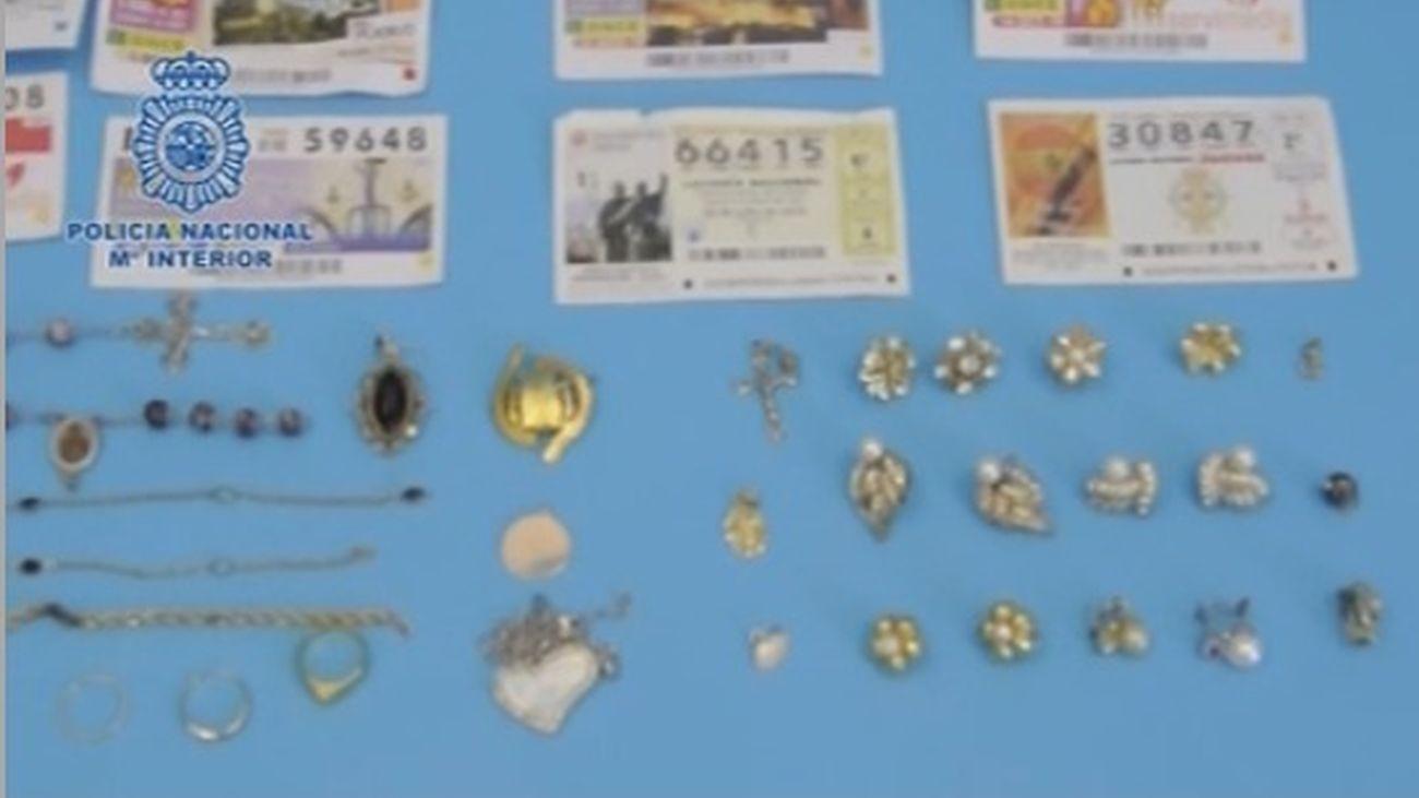 Algunos de los objetos incautados