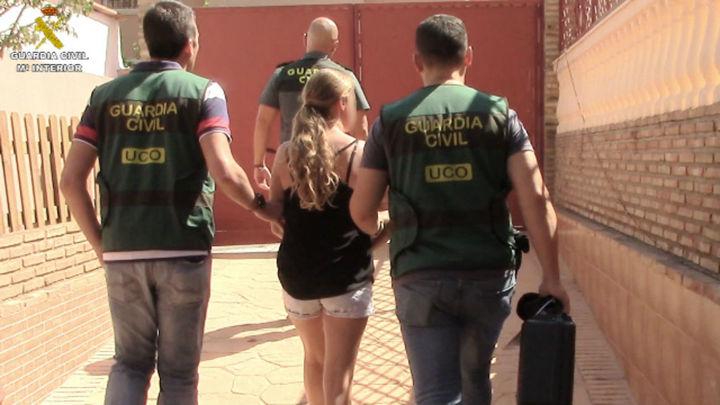 Detenida en Málaga una madre por abusar de sus hijas y vender los vídeos por Internet