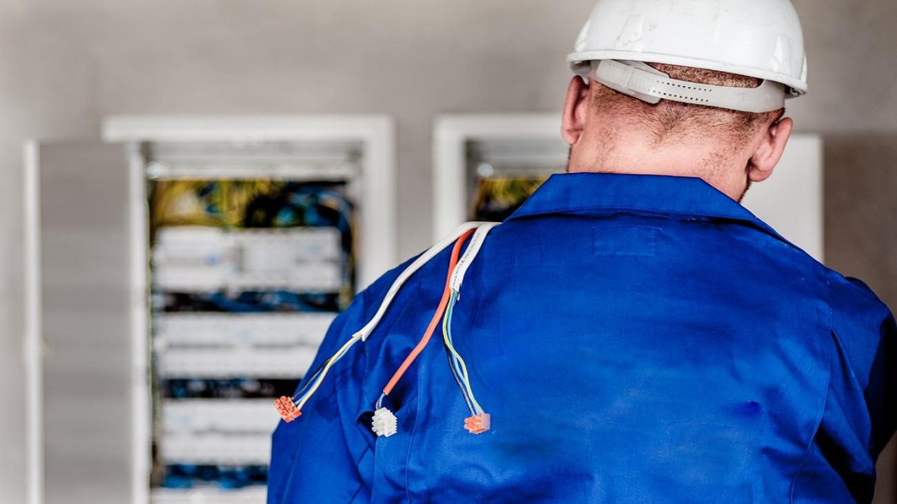 Se buscan electricistas para trabajar en Pozuelo de Alarcón
