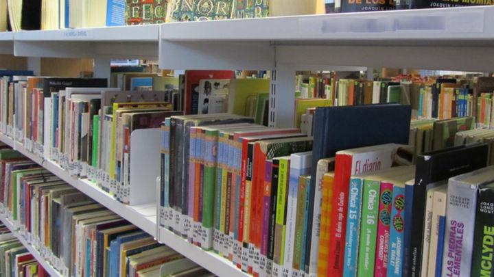 La biblioteca de 'Sanse' regala su excedente de libros y revistas