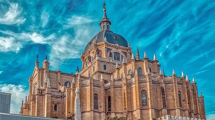 La catedral de la Almudena acoge la tradicional vigilia de la Inmaculada