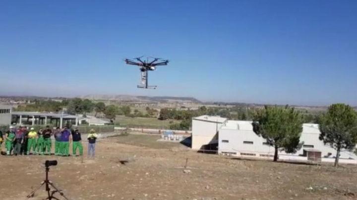 Torres de la Alameda reforesta con drones su polígono industrial