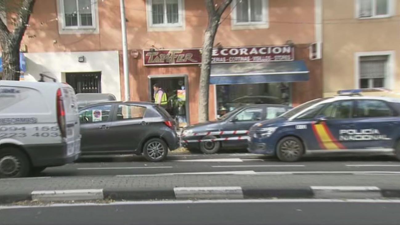 Hallan el cadáver de un hombre con golpes en la cabeza en una tienda del Paseo de Extremadura