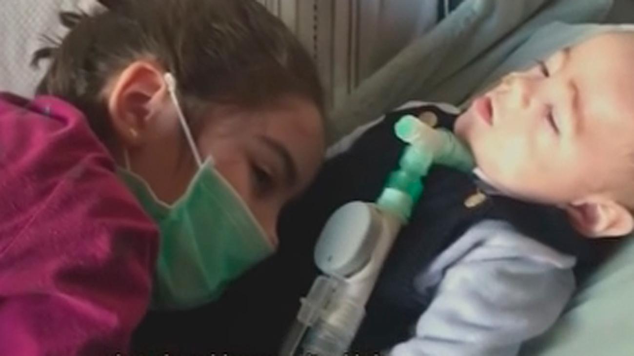 Una niña de 7 años hace viral un vídeo con la historia de su hermano enfermo