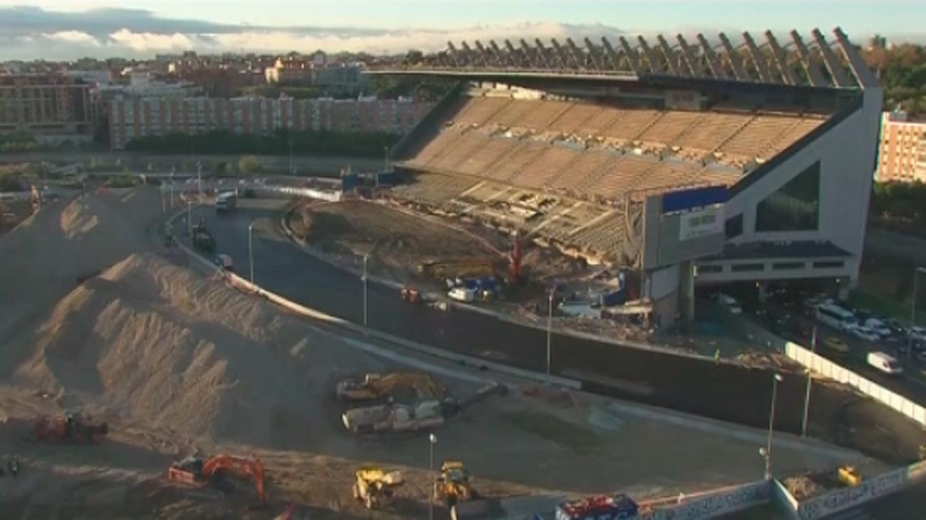 Comienzan los desvíos en la M-30 para derribar la última grada del estadio Vicente Calderón