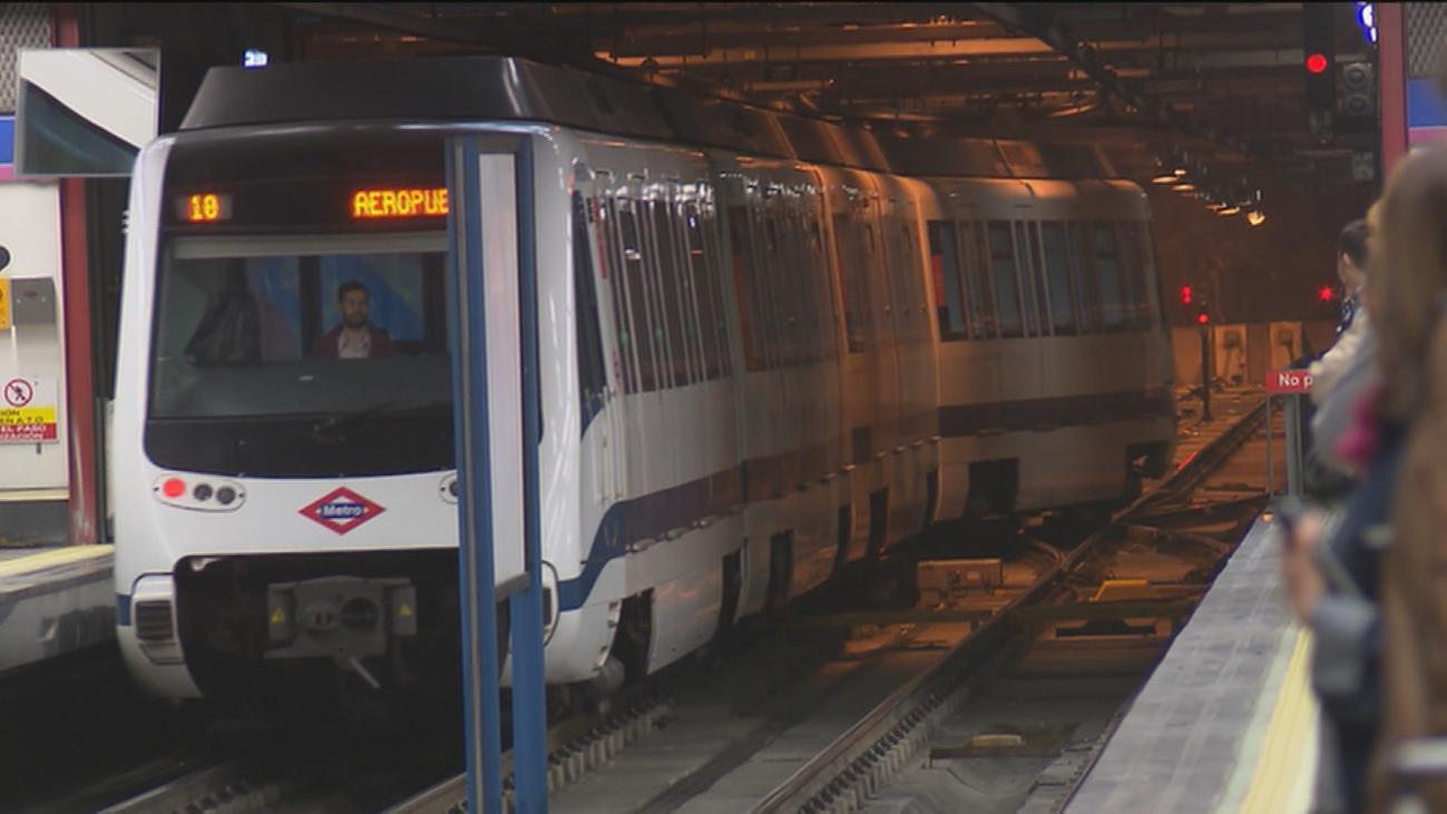 Un guardia civil frena una reyerta con machete en un vagón del metro de Madrid