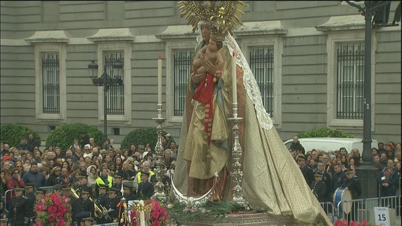 Miles de madrileños se vuelcan con la Virgen de la Almudena