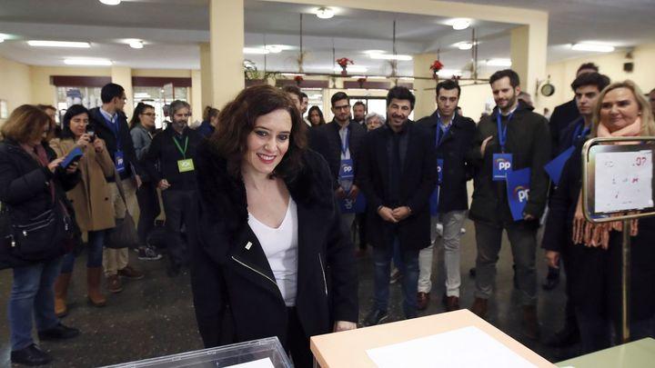 Isabel Díaz Ayuso, presidenta de la Comunidad de Madrid, ejerce su derecho al voto