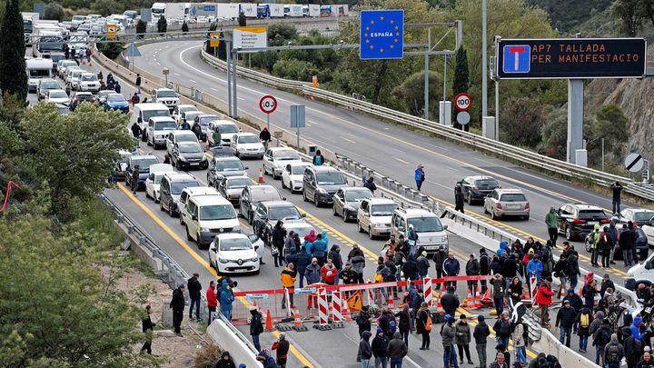 Tsunami Democràtic corta la frontera con Francia en La Junquera