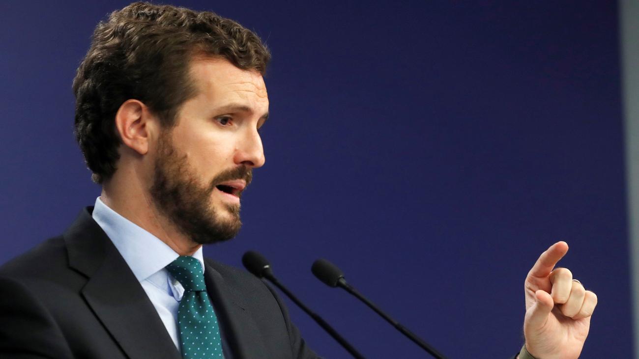 """Casado dice que Sánchez """"radicaliza"""" el Gobierno con su acuerdo con Pablo Iglesias"""