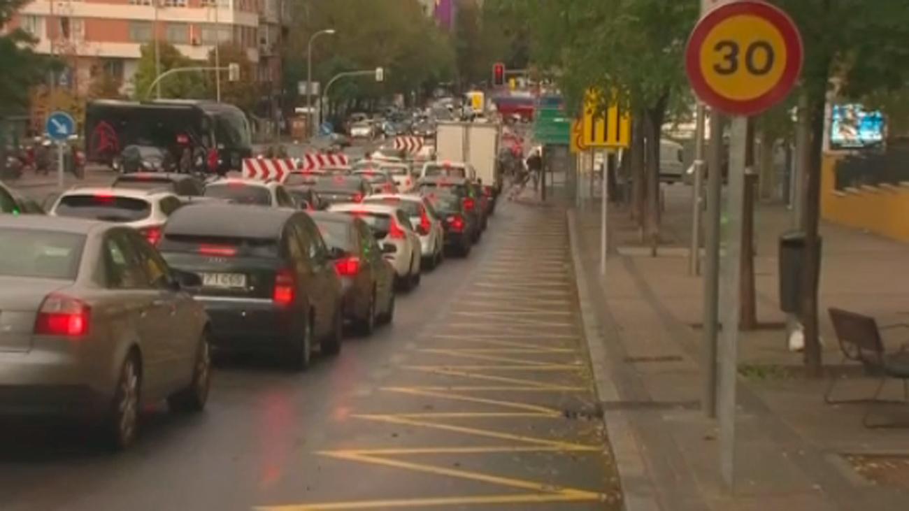 Los vecinos del Bernabéu, indignados por quedarse sin aparcar debido a las obras del estadio