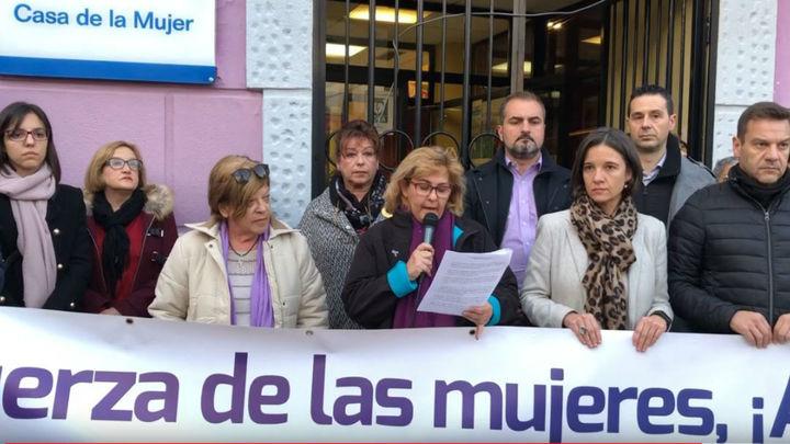 Cerca de 500 vecinos de Fuenlabrada se concentran contra las pintadas 'nazis'