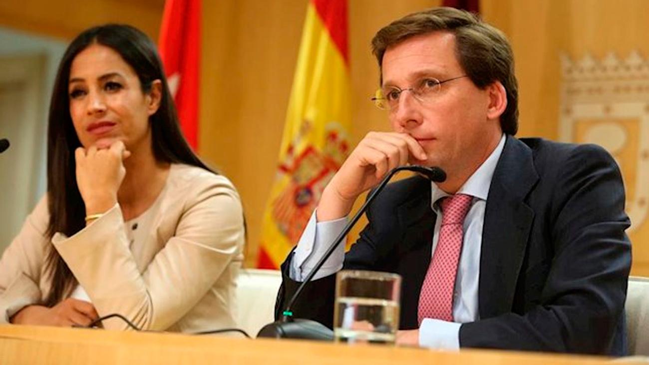 El alcalde de Madrid, José Luis Martínez-Almeida, con la vicealcaldesa, Begoña Villacís