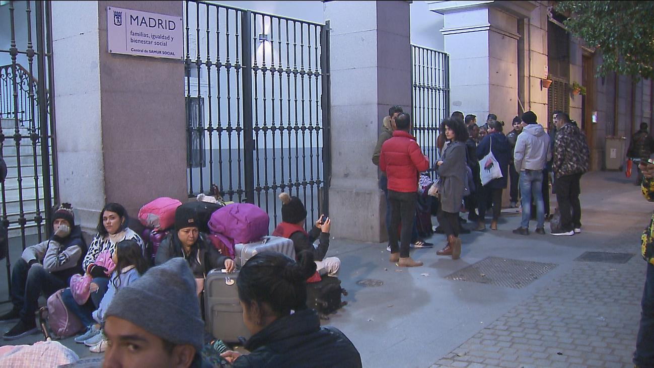 Los solicitantes de refugio siguen durmiendo en la calle en Madrid