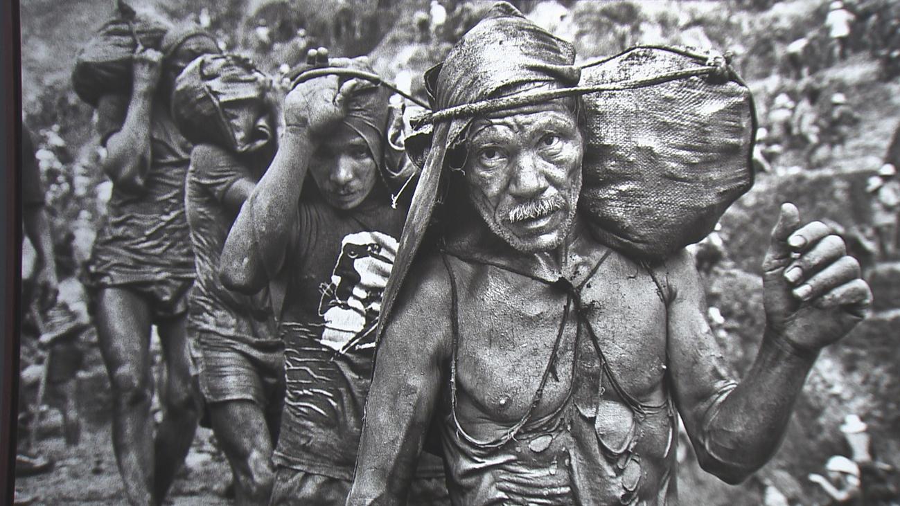'Gold. Tierra quemada', la historia de la codicia por Sebastião Salgado