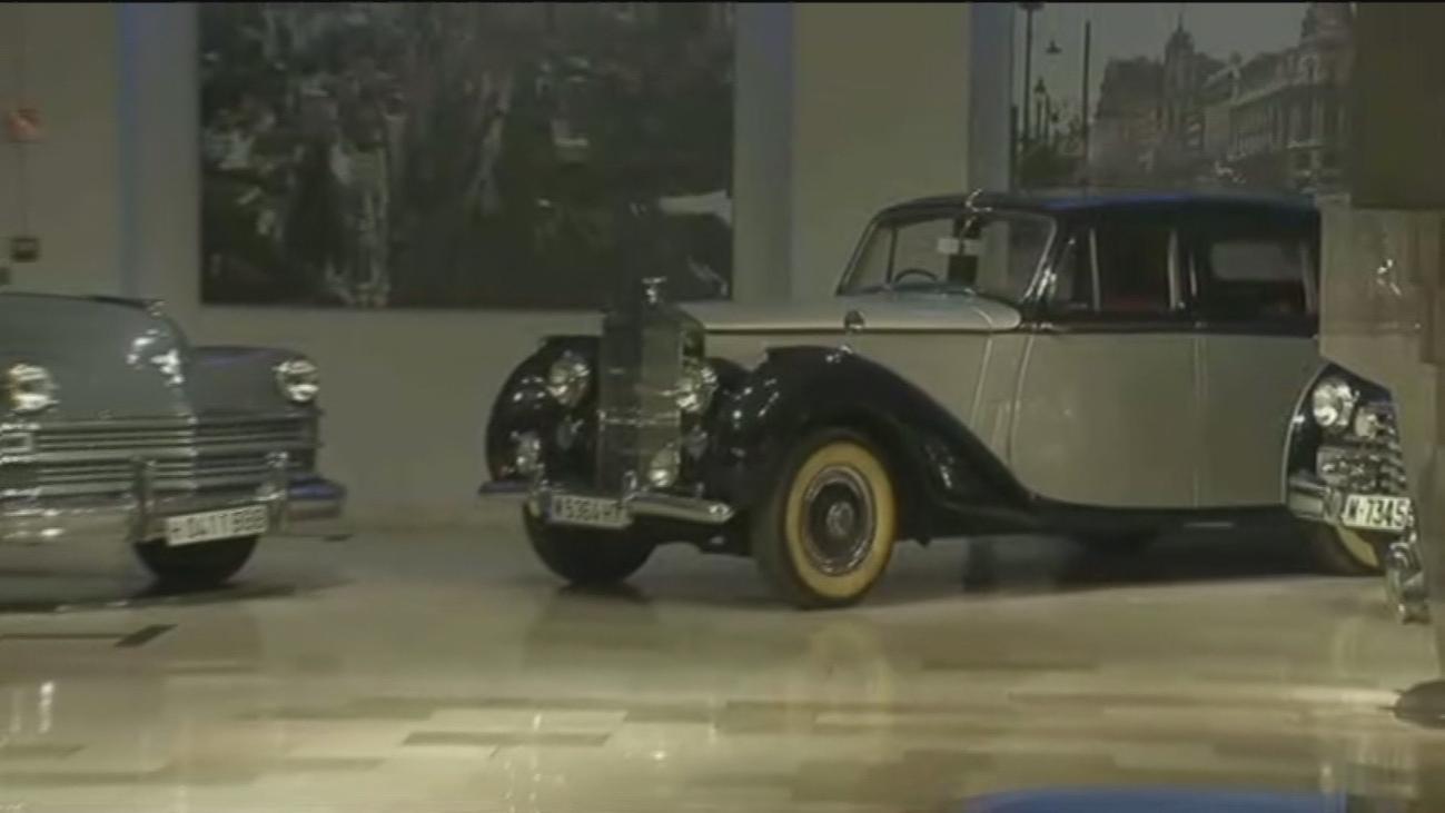 Exclusiva exposición de coches antiguos en Madrid