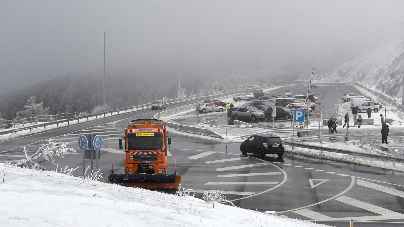 La nieve en Madrid provoca cortes en Cercanías Renfe y problemas en las carreteras