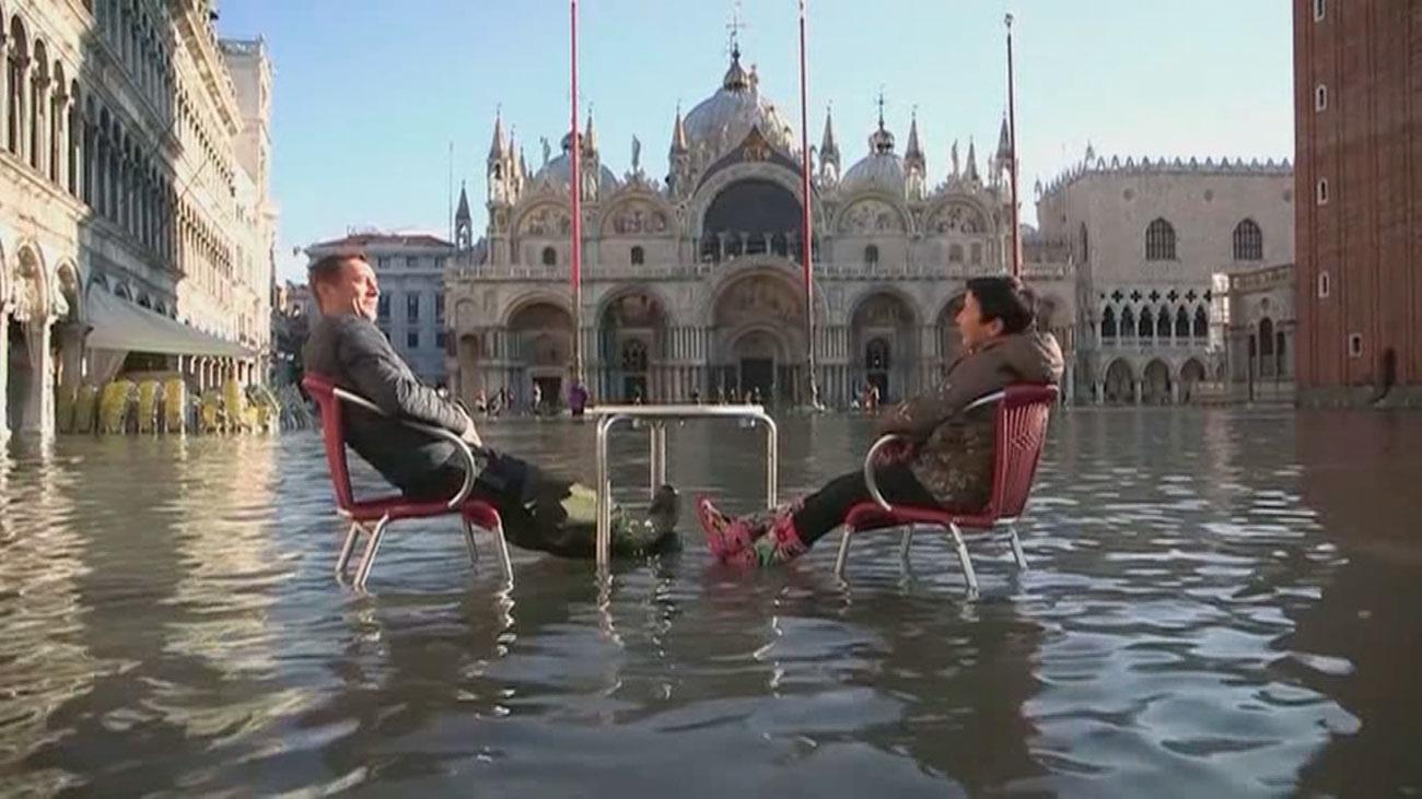 Venecia continúa inundada y se declara el estado de emergencia