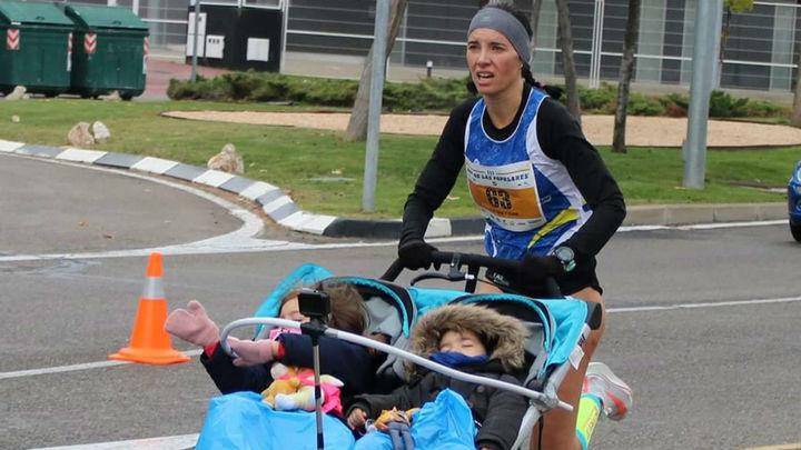 Beatriz Morillo, récord Guinness de 10 km con carrito de dos niños