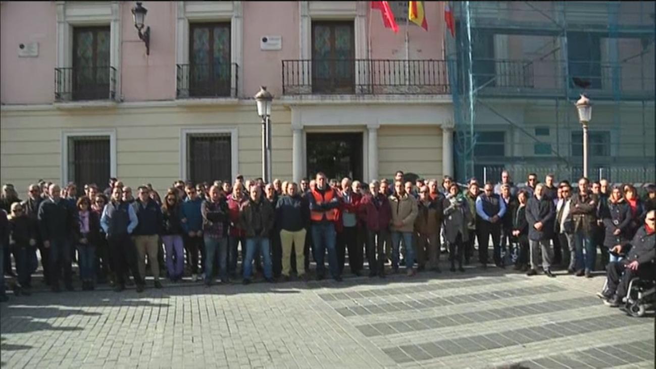 """Concentración de taxistas en Alcalá para condenar el """"cruel asesinato"""" de un compañero"""