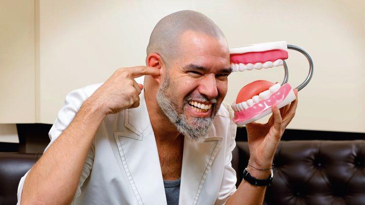 """Iván Malagón: """"La dentadura dorada a 'lo Rosalía' puede provocar fracturas en los dientes"""""""