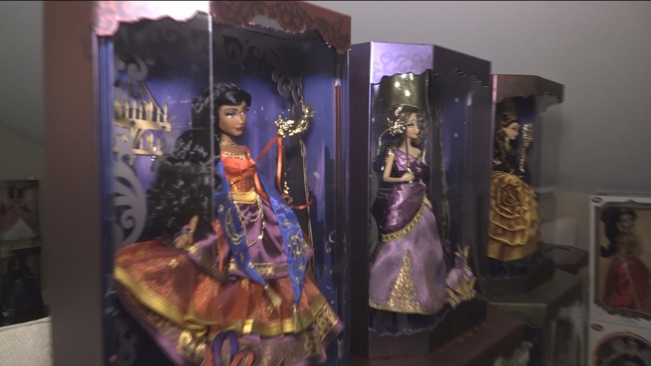 La curiosa afición de una vecina de Valdemoro por las muñecas Disney