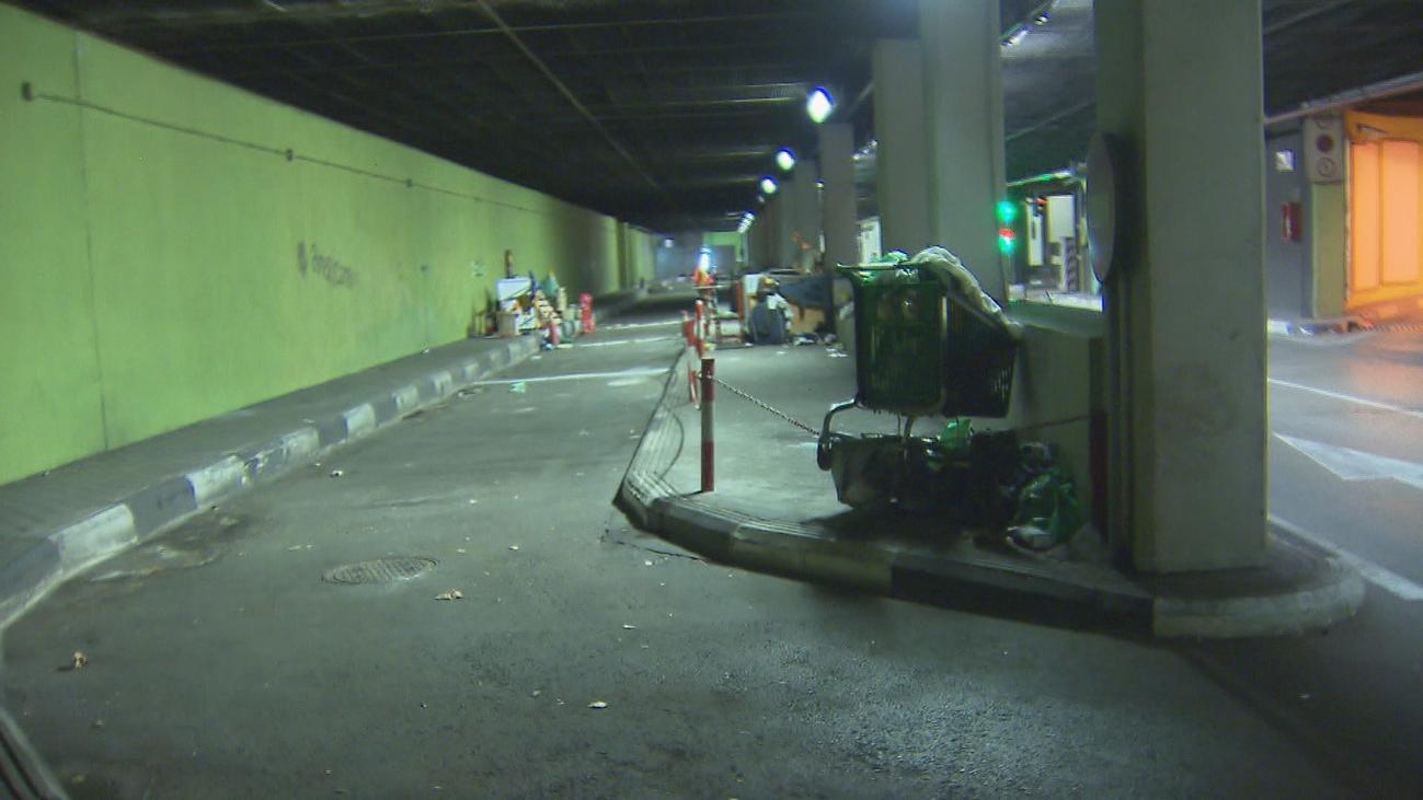 El Ayuntamiento instalará cámaras para evitar que los sintecho vivan en los túneles