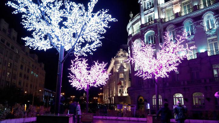 Árboles luminosos en el centro de Madrid, con motivo de la Navidad