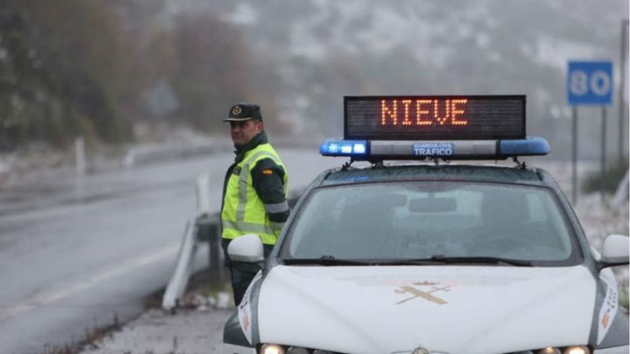 Cerrado el acceso al aparcamiento de Navacerrada a vehículos de Madrid