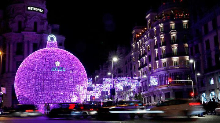 Vista de una de las decoraciones luminosas de Navidad en Madrid