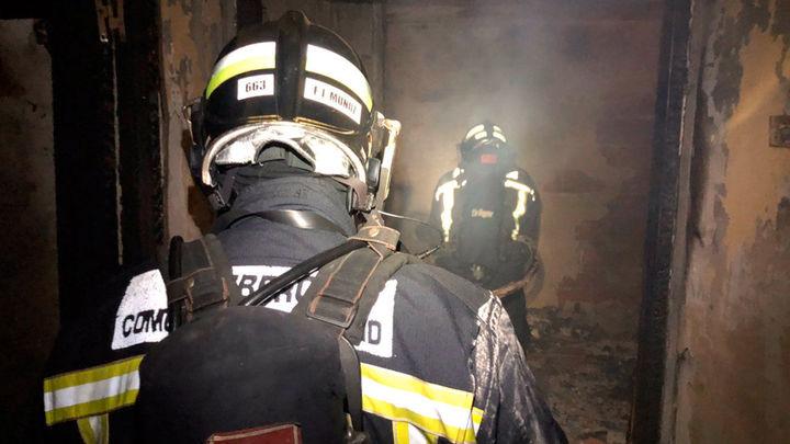 Tres intoxicados leves en el incendio de un vivienda en Valdemorillo