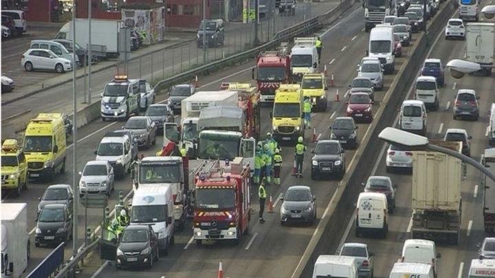 Un accidente entre tres camiones  y dos turismos se salda con cuatro heridos en Fuenlabrada