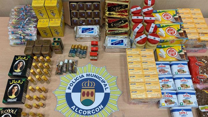 Intervenidos en Alcorcón decenas de comestibles caducados y artículos falsos