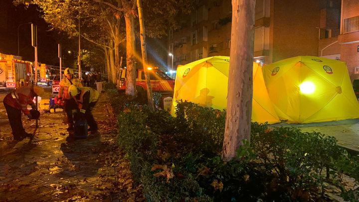 Cuatro intoxicados leves en un incendio en una vivienda en Arganzuela
