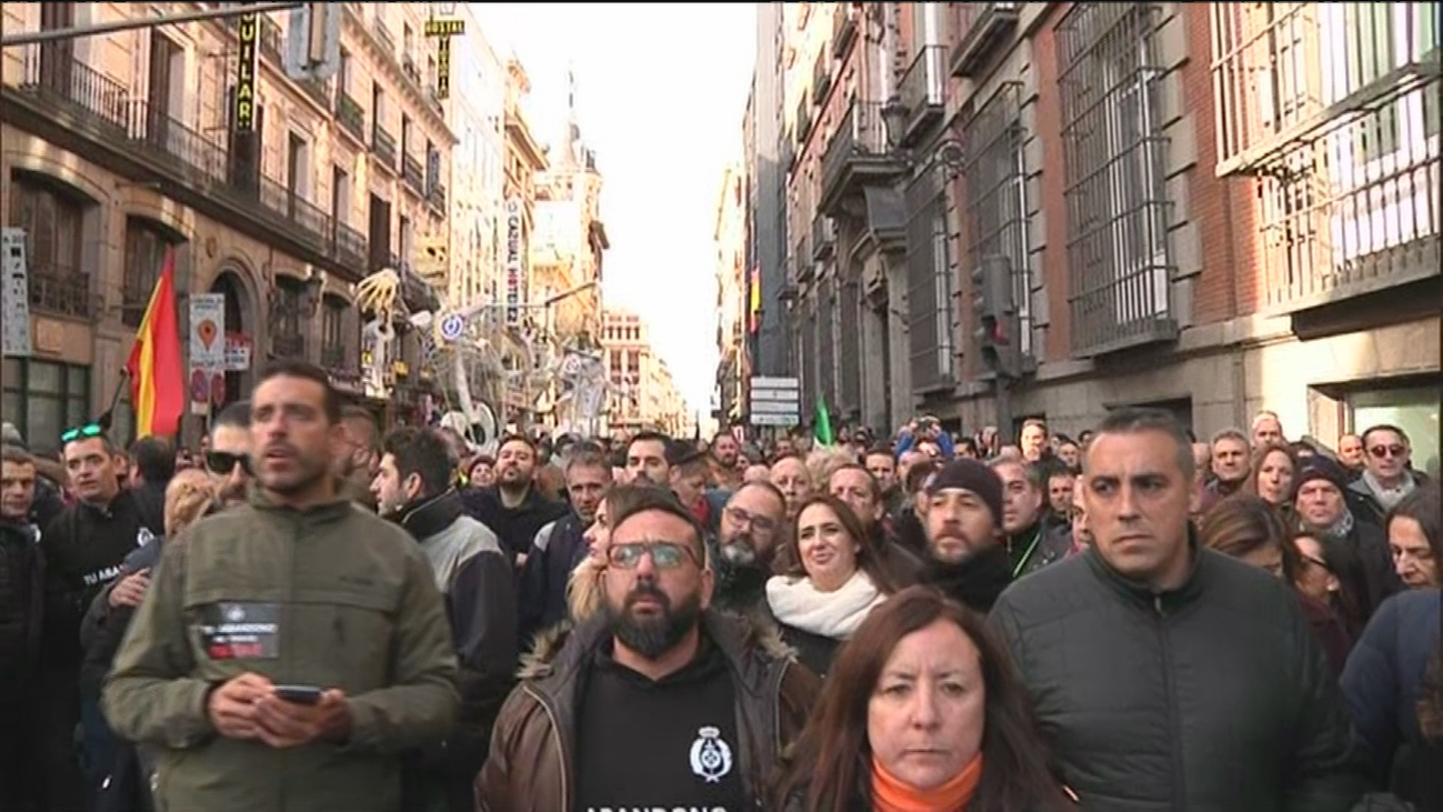 """Funcionarios de prisiones denuncian """"abandono institucional""""ante el  Congreso"""