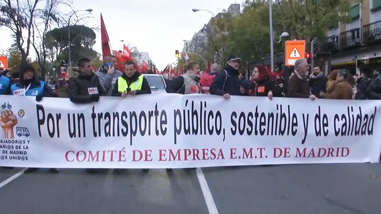 Los trabajadores de la EMT se manifiestan para exigir nuevos conductores