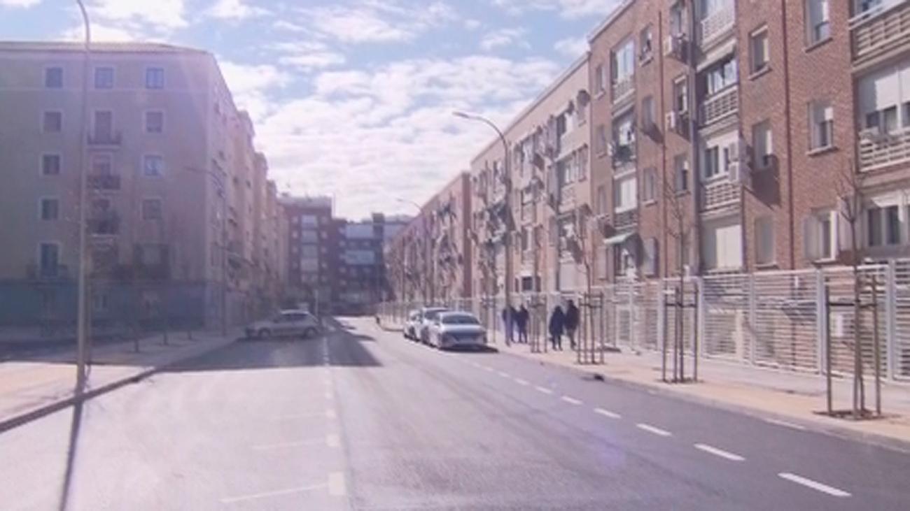Los vecinos de Ciudad Lineal logran que se asfalte una calle tras 70 años de reivindicaciones