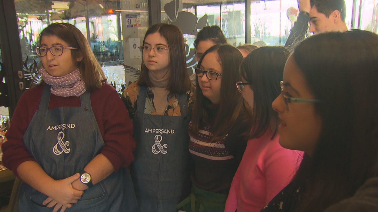 Un grupo de jóvenes con discapacidad intelectual viven su primera experiencia laboral