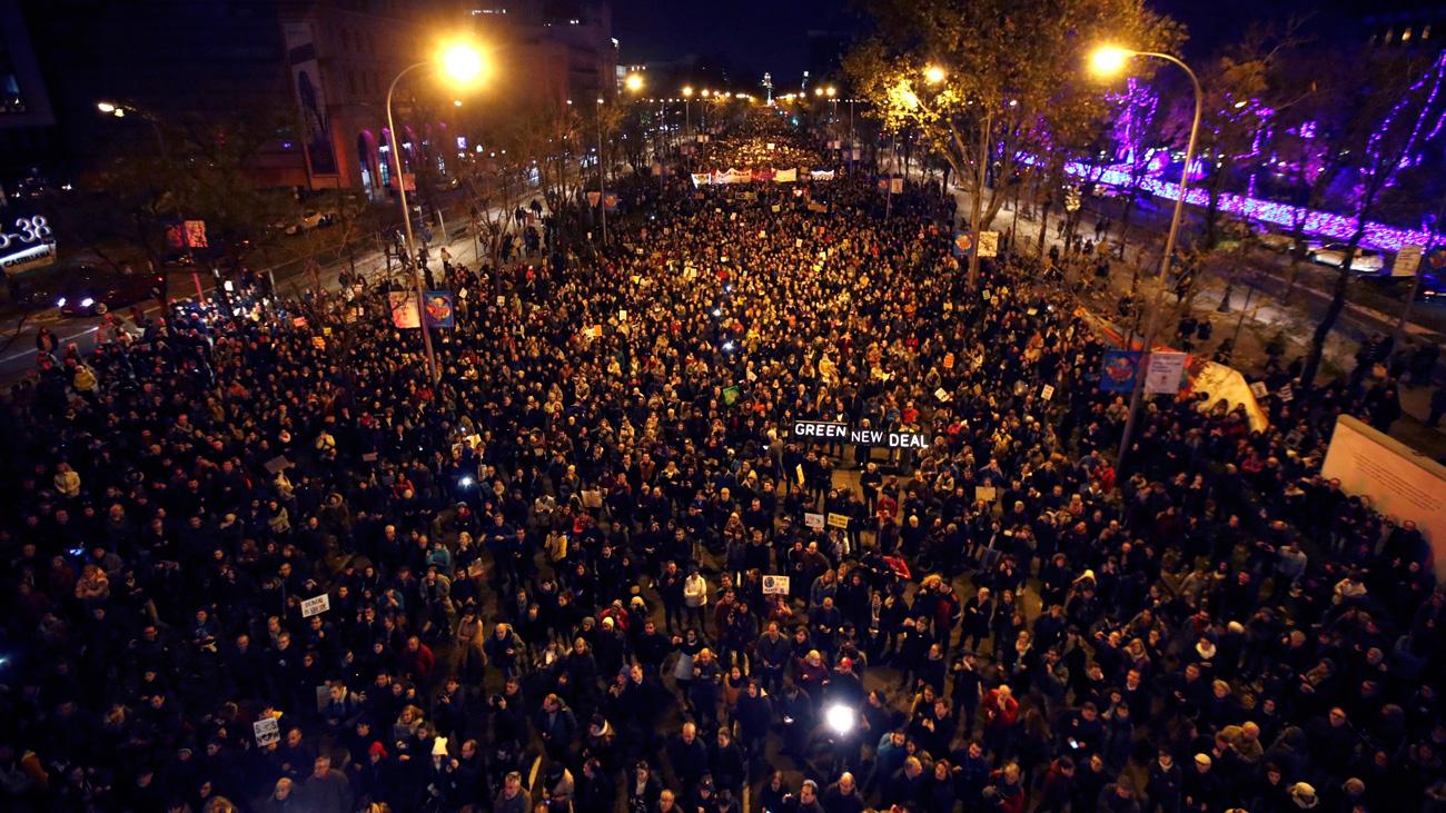 Medio millón de personas participan en una 'Marcha por el Clima' de Madrid protagonizada por Greta Thunberg