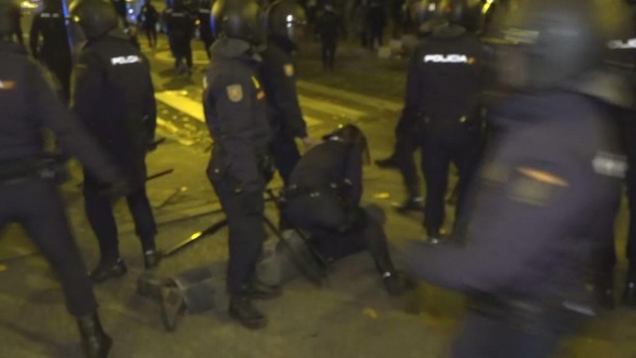 La Policía dispersa a una docena de encapuchados  infiltrados en la manifestación