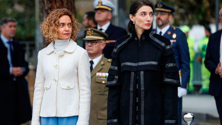 Batet y Llop presiden el izado solemne de bandera en la plaza de Colón