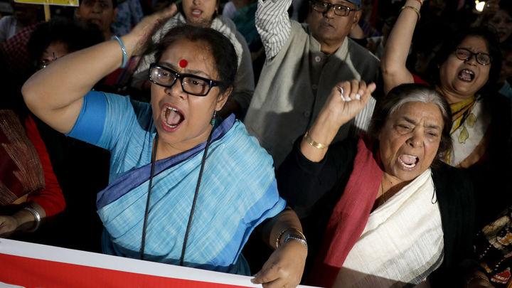 Muere en la India la víctima de violación que fue quemada cuando iba a testificar
