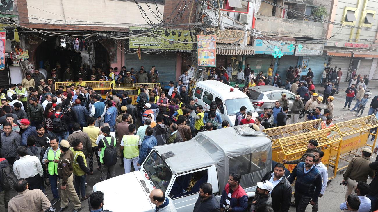 Mueren 43 personas al incendiarse una fábrica de Nueva Delhi