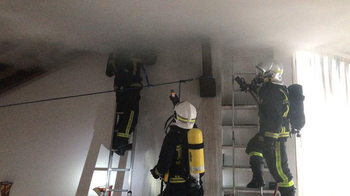 Los bomberos controlan un incendio sin heridos en un chalet en Valdemorillo