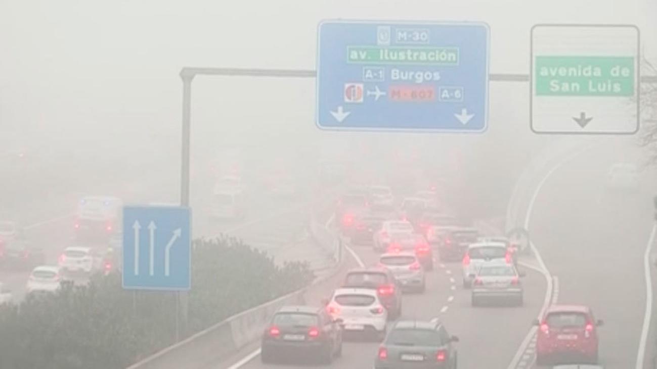 Cómo conducir con la niebla