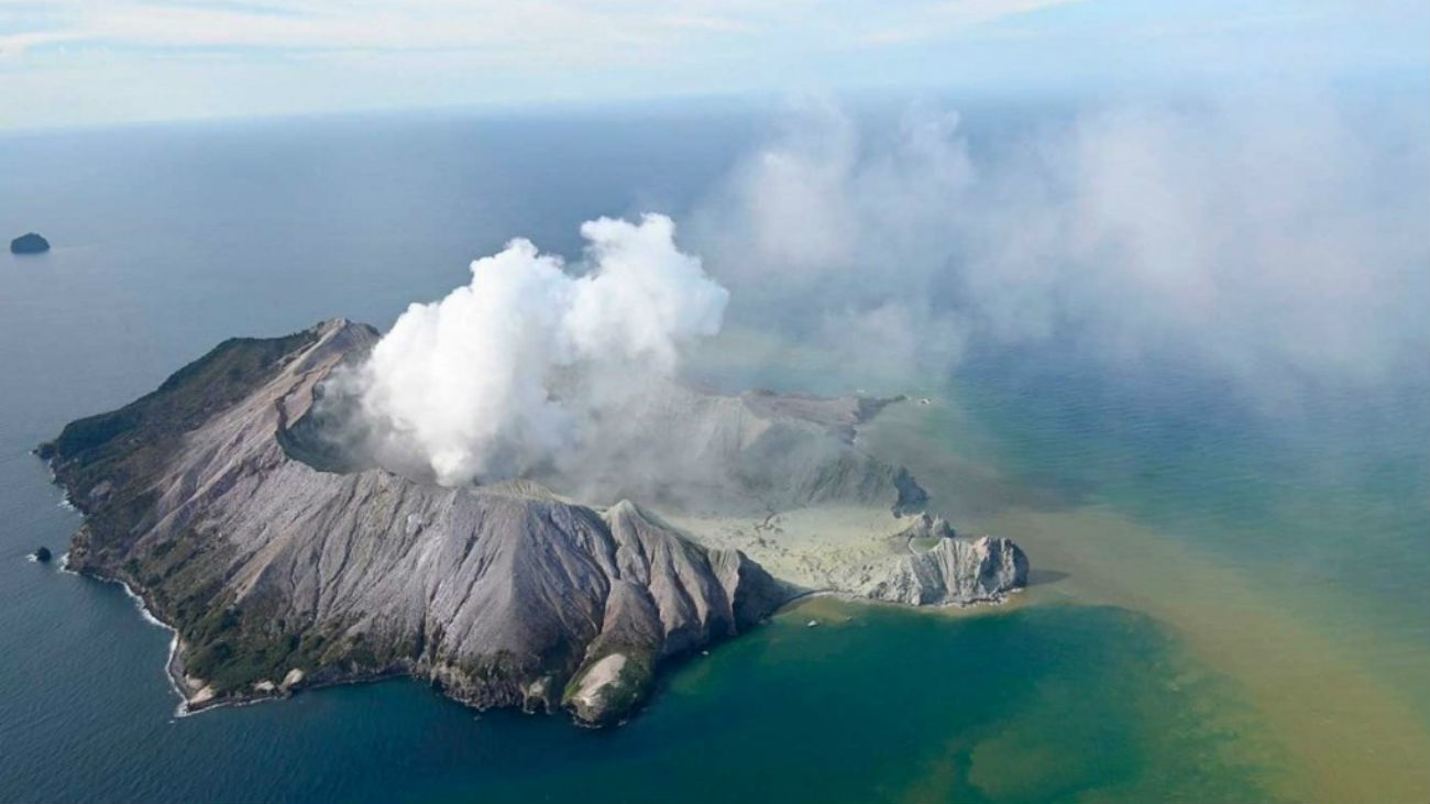 Cinco muertos tras la erupción de un volcán neozelandés