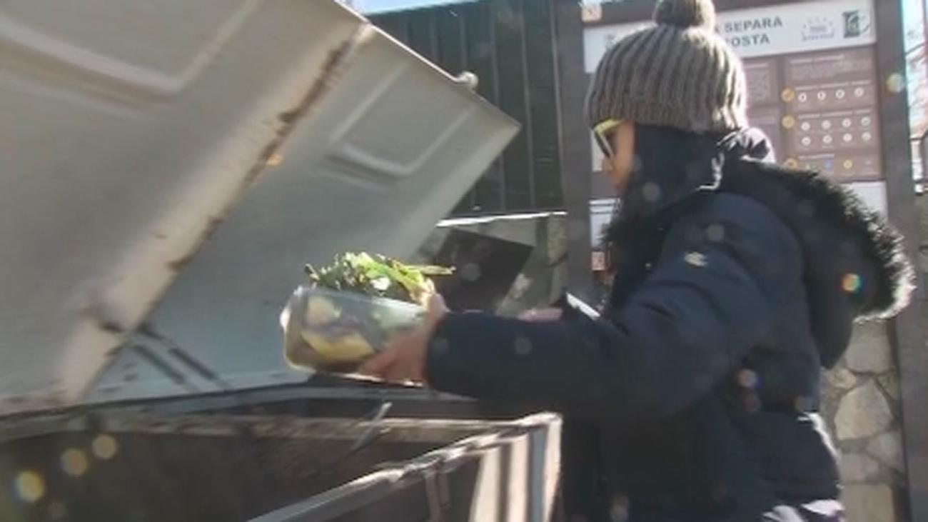 Los 380 vecinos de Olmeda apuestan por el compostaje para contaminar menos