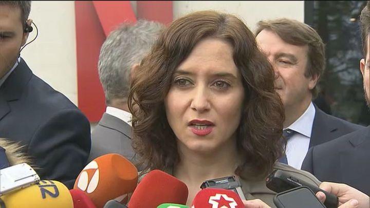 """Ayuso no ve """"nada nuevo"""" en los contratos con la cláusula del 1% y confía en Esperanza Aguirre"""