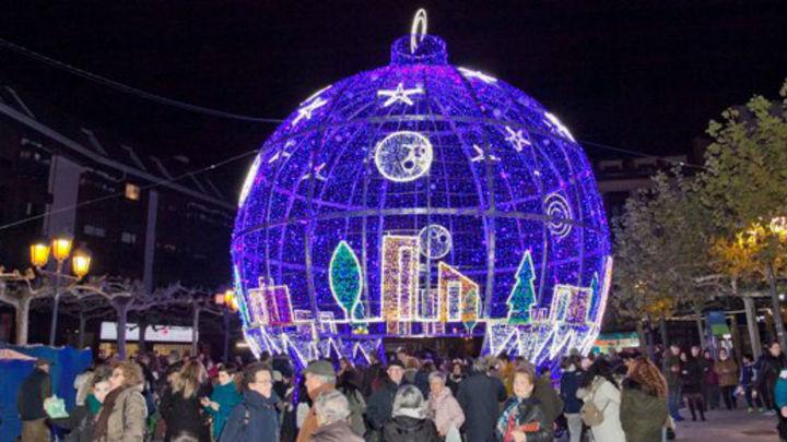 Más de medio millar de motivos navideños lucen en Leganés