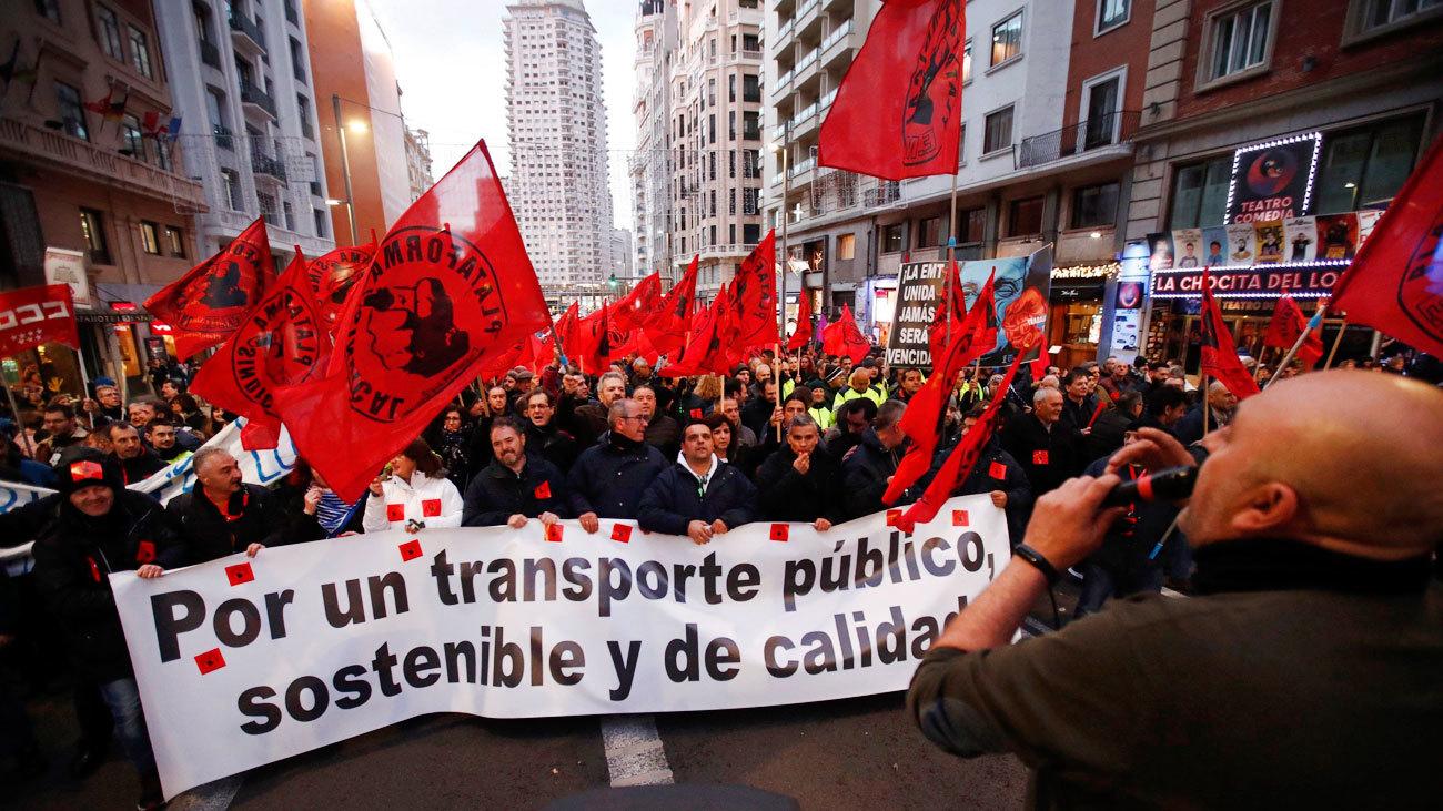 """Trabajadores de EMT y Metro se manifiestan por un transporte público """"sostenible y de calidad"""""""